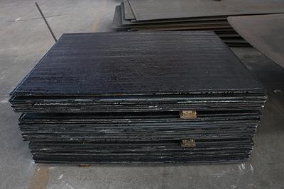 双层复合堆焊耐磨板  济宁国龙耐磨复合钢板  厂家堆焊板