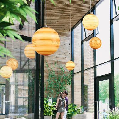 北欧星球吊灯创意餐厅装饰店铺现代简约吧台圆球形幼儿园月球灯具
